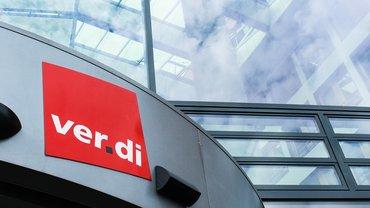 Bild zeigt ver.di-Logo an einem Gebäude